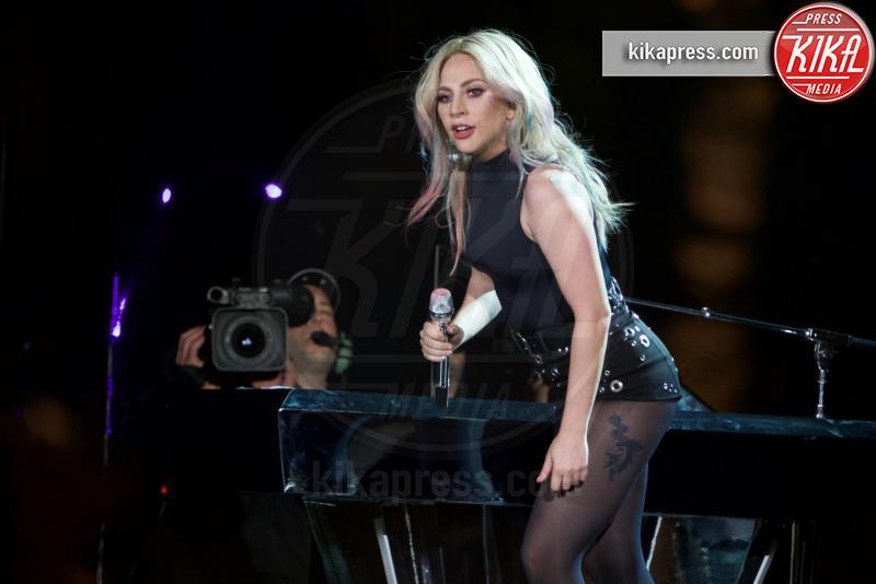 Lady Gaga - Los Angeles - 23-04-2017 - Anthony Bourdain: Lady Gaga si apre sulla malattia mentale