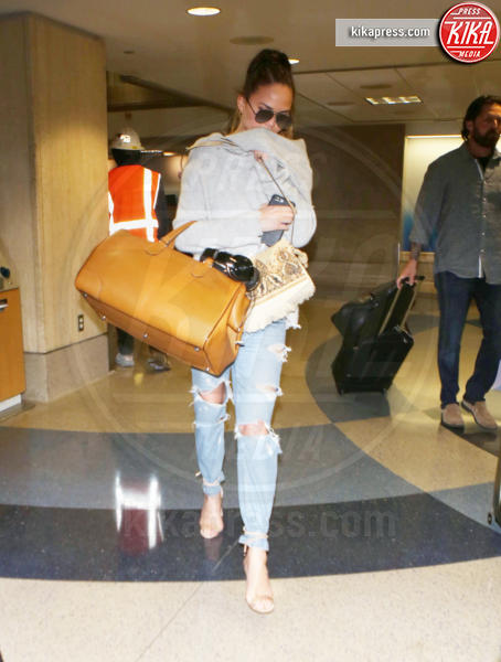 Chrissy Teigen - Los Angeles - 07-08-2017 - Fashion Week o viaggio di piacere, i travel outfit delle star