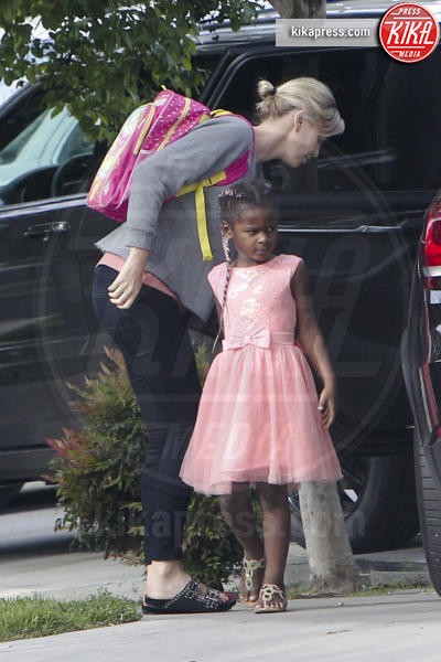 August Theron, Charlize Theron - Los Angeles - 24-04-2017 - I figli di Charlize Theron? Li porta a scuola mamma!