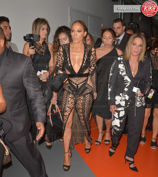 Ana María Polo, Jennifer Lopez - Coral Gables - 27-04-2017 - Billboard Latin Music Awards: J Lo cambia look, ma è sempre sexy