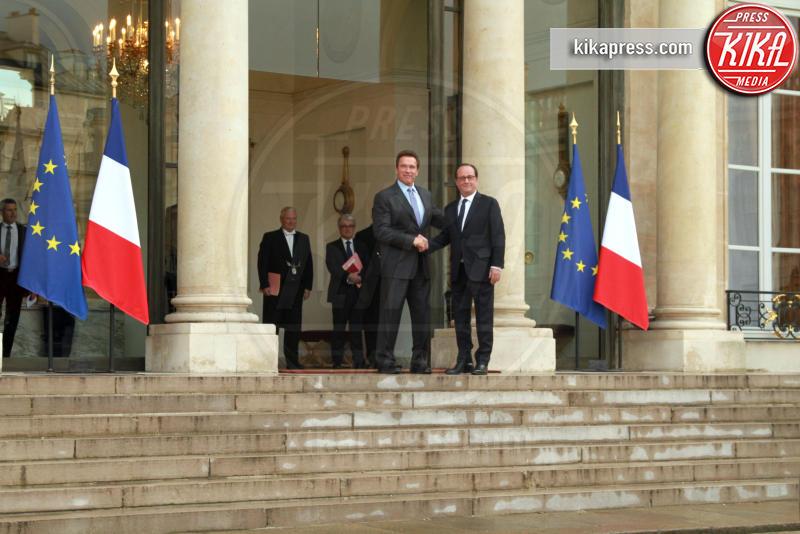 François Hollande, Arnold Schwarzenegger - Parigi - 28-04-2017 - Hollande conferisce la Legion d'Onore ad Arnold Schwarzenegger
