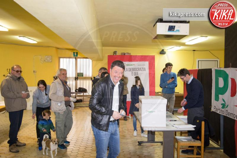 Matteo Renzi - Pontassieve - 30-04-2017 - Primarie PD, Matteo Renzi al seggio con moglie e figlia