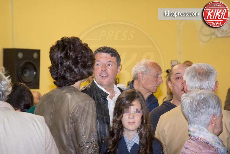 Ester Renzi, Agnese Landini, Matteo Renzi - Pontassieve - 30-04-2017 - Primarie PD, Matteo Renzi al seggio con moglie e figlia