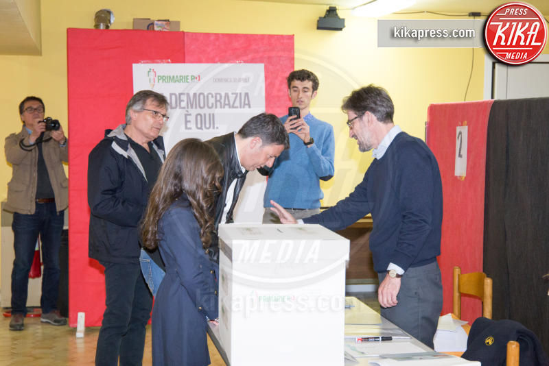 Ester Renzi, Matteo Renzi - Pontassieve - 30-04-2017 - Primarie PD, Matteo Renzi al seggio con moglie e figlia