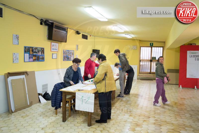 Agnese Landini, Matteo Renzi - Pontassieve - 01-05-2017 - Primarie PD, Matteo Renzi al seggio con moglie e figlia