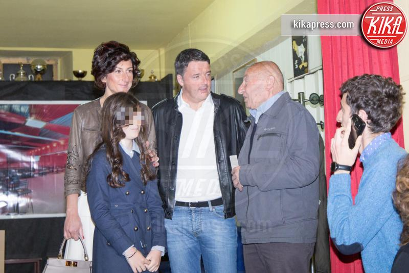Ester Renzi, Agnese Landini, Matteo Renzi - Pontassieve - 01-05-2017 - Primarie PD, Matteo Renzi al seggio con moglie e figlia