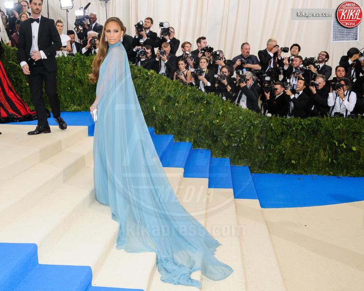 Jennifer Lopez - New York - 02-05-2017 - Met Gala: Rihanna la più eccentrica, loro le più sexy