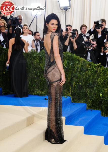 Kendall Jenner - New York - 02-05-2017 - Vestiti scomodi e dove trovarli: seguite Kim Kardashian!