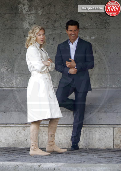 Vanessa Kirby, Tom Cruise - Parigi - 02-05-2017 - Tom Cruise e Vanessa Kirby: il bacio Impossible