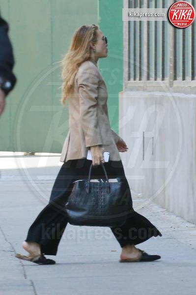 Mary Kate Olsen - New York - 21-04-2016 - Chiara Ferragni e Gigi Hadid cercano il pelo... nelle pantofole!
