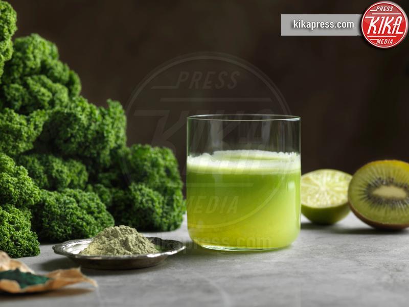 kale, halved kiwi, Green raw juice - 10-05-2017 - Integratori di proteine:consigli su come orientarsi