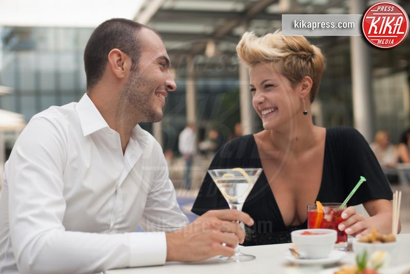 Smiling couple having drinks outdoors - 10-05-2017 - L'aperitivo perfetto, ecco i nostri consigli