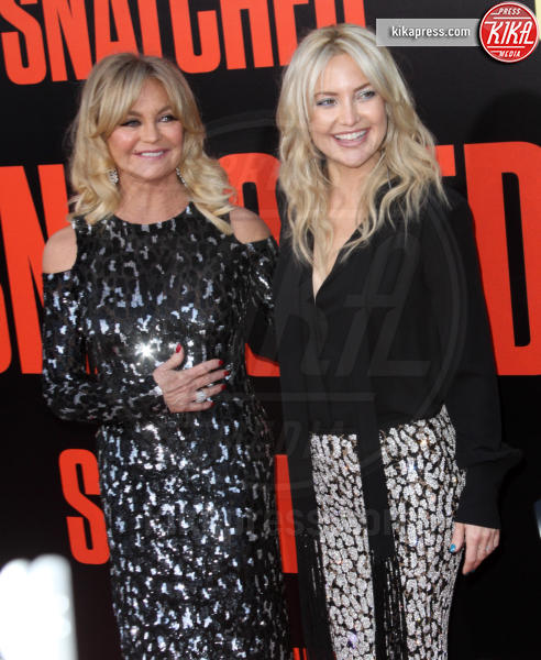 Goldie Hawn, Kate Hudson - Los Angeles - 10-05-2017 - Kate Hudson-Danny Fujikawa, public debut alla prima di Snatched