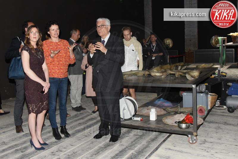 Maria Elena Boschi, Paolo Baratta - Venezia - 13-05-2017 - Maria Elena Boschi, dark lady alla Biennale di Venezia