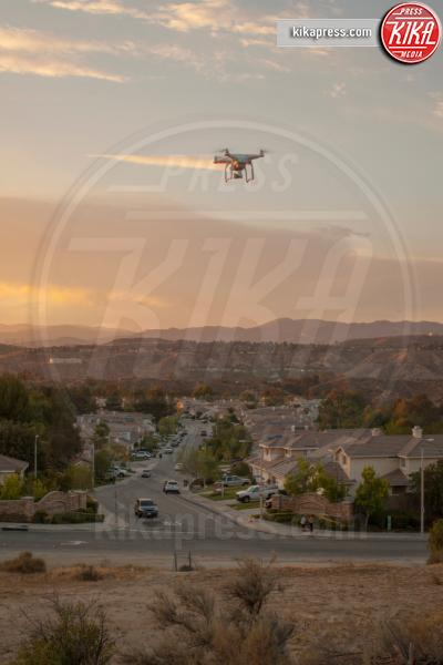 Drone flying above housing development, Santa Clarita, USA, California - 15-05-2017 - Droni sempre più protagonisti al cinema e in TV