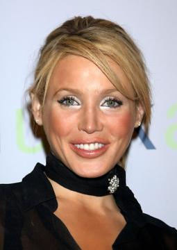 Amanda Swisten - Los Angeles - 22-09-2004 - Il collarino effetto Belle Epoque: le star prese per il collo!