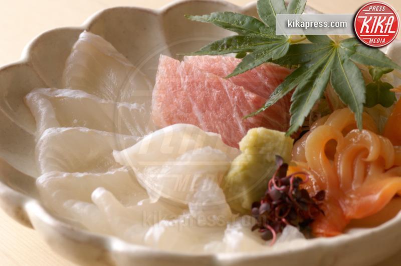 Still life of raw fish dish, leaves - 15-05-2017 - Alla scoperta della dieta di Meghan Markle