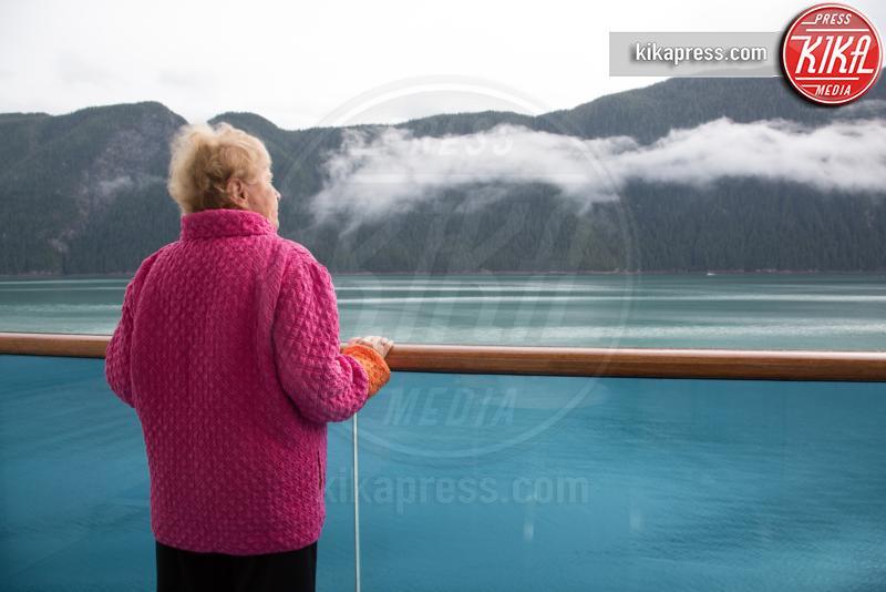 Senior woman on cruise ship, Alaska, USA - 15-05-2017 - Ecco le più belle crociere al mondo!