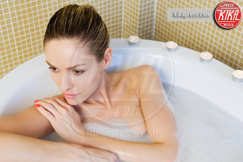 Woman bathing - 15-05-2017 - Come scegliere una vasca idromassaggio