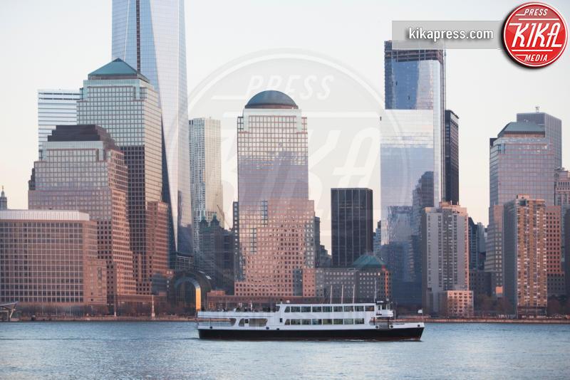 Cruise boat by New York City skyline - 15-05-2017 - Ecco le più belle crociere al mondo!