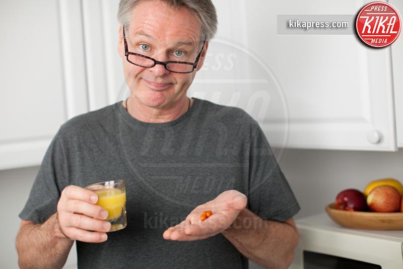 vitamins, orange juice, Man - 15-05-2017 - Integratori di proteine:consigli su come orientarsi