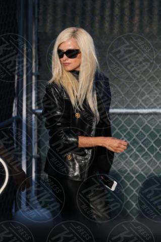 Penelope Cruz - Miami Beach - 15-05-2017 - Penelope Cruz vestita a lutto nei panni di Donatella Versace
