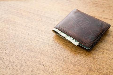 Ten dollar note in a wallet - 16-05-2017 - Cinque consigli per richiedere un prestito veloce