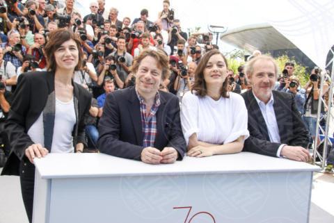 Arnaud Desplechin, Mathieu Amalric, Charlotte Gainsbourg, Marion Cotillard - Cannes - 17-05-2017 - Cannes 2017, le immagini della prima giornata