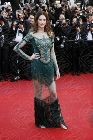 Frederique Bel - Cannes - 17-05-2017 - Cannes 2017: scollature, spacchi e trasparenze sul red carpet