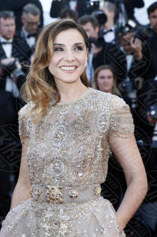 Clotilde Courau - Cannes - 17-05-2017 - Cannes 2017: scollature, spacchi e trasparenze sul red carpet