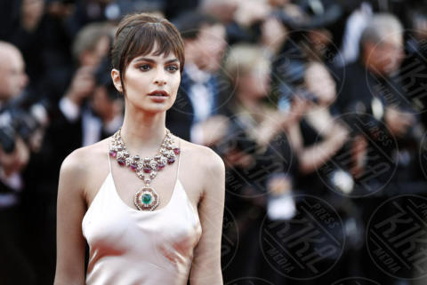 Emily Ratajkowski - Cannes - 17-05-2017 - Cannes 2017: scollature, spacchi e trasparenze sul red carpet