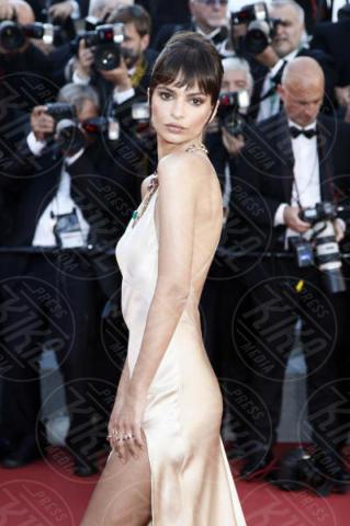 Emily Ratajkowski - Cannes - 17-05-2017 - Cannes 2017: scollature, spacchi e trasparenze sul red carpet