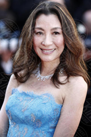 Michelle Yeoh - Cannes - 17-05-2017 - Cannes 2017: scollature, spacchi e trasparenze sul red carpet