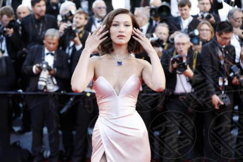 Bella Hadid - Cannes - 17-05-2017 - Emily Ratajkowski-Bella Hadid: chi è la più sexy?