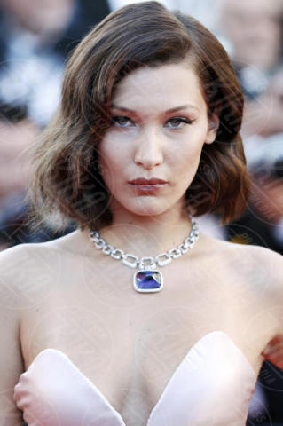 Bella Hadid - Cannes - 17-05-2017 - Cannes 2017: scollature, spacchi e trasparenze sul red carpet