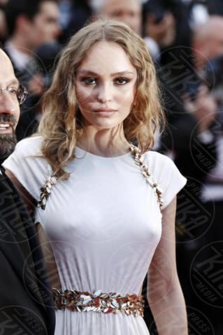Lily Rose Depp - Cannes - 17-05-2017 - Cannes 2017: scollature, spacchi e trasparenze sul red carpet