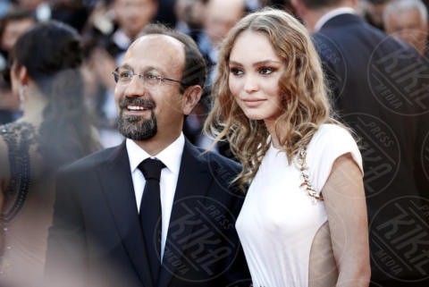 Lily Rose Depp, Asghar Farhadi - Cannes - 17-05-2017 - Cannes 2017: scollature, spacchi e trasparenze sul red carpet