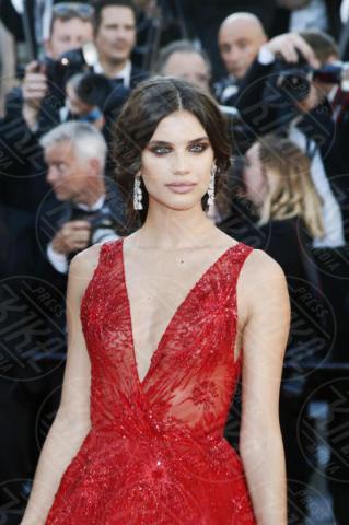 Sara Sampaio - Cannes - 17-05-2017 - Cannes 2017: scollature, spacchi e trasparenze sul red carpet