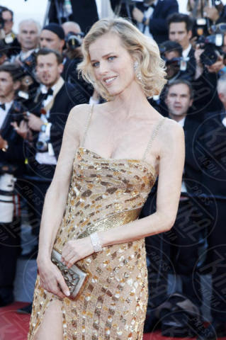 Eva Herzigova - Cannes - 17-05-2017 - Cannes 2017: scollature, spacchi e trasparenze sul red carpet