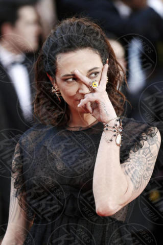 Asia Argento - Cannes - 17-05-2017 - Cannes 2017: scollature, spacchi e trasparenze sul red carpet