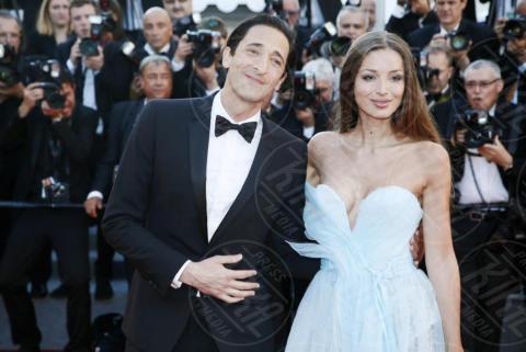 Lara Lieto, Adrien Brody - Cannes - 17-05-2017 - Cannes 2017: scollature, spacchi e trasparenze sul red carpet