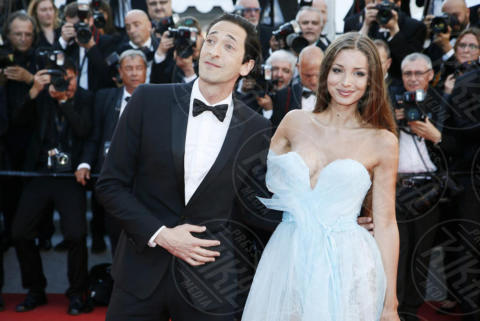 Lara Lieto, Adrien Brody - Cannes - 17-05-2017 - Cannes 2017: scollature, spacchi e trasparenze sul red carpet