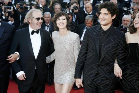 Arnaud Desplechin, Louis Garrel, Charlotte Gainsbourg - Cannes - 17-05-2017 - Cannes 2017: scollature, spacchi e trasparenze sul red carpet