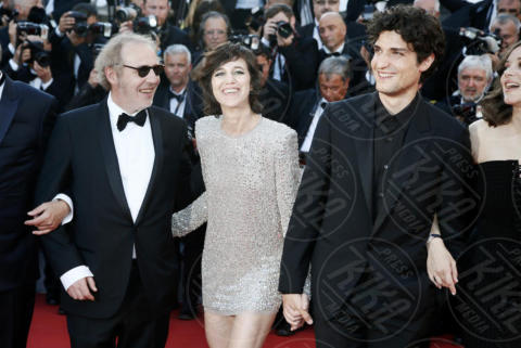 Charlotte Gaisbourg, Arnaud Desplechin, Louis Garrel - Cannes - 17-05-2017 - Cannes 2017: scollature, spacchi e trasparenze sul red carpet
