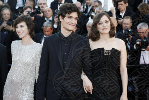 Louis Garrel, Charlotte Gainsbourg, Marion Cotillard - Cannes - 17-05-2017 - Cannes 2017: scollature, spacchi e trasparenze sul red carpet