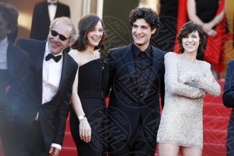 Charlotte Gaisbourg, Arnaud Desplechin, Louis Garrel, Marion Cotillard - Cannes - 17-05-2017 - Cannes 2017: scollature, spacchi e trasparenze sul red carpet