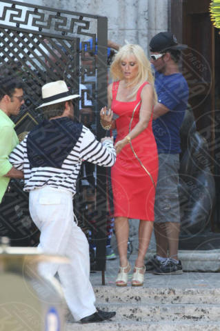 Edgar Ramirez, Penelope Cruz - Miami Beach - 17-05-2017 - Penelope Cruz vestita a lutto nei panni di Donatella Versace