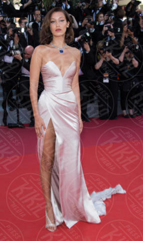 Bella Hadid - Cannes - 17-05-2017 - Cannes 2017: sul red carpet lo spacco spacca!