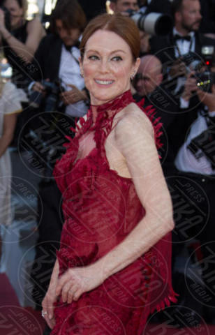 Julianne Moore - Cannes - 17-05-2017 - Cannes 2017, le immagini della prima giornata