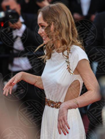 Lily-Rose Depp - Cannes - 17-05-2017 - Cannes: i capezzoli di Lily-Rose Depp sono i veri protagonisti